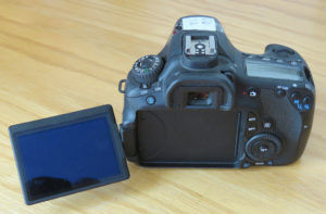 Canon EOS 60D mit geöffneten LCD Display