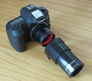 Canon 60D mit vorgesetzter 2-fach Barlowlinse von Astro Phyics