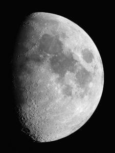 """9 Tage alte Mondphase, aufgenommen mit Canon 60D am 6"""" Refraktor bei 1200mm Brennweite, 200 ASA, 1/80 Sekunden belichtet"""