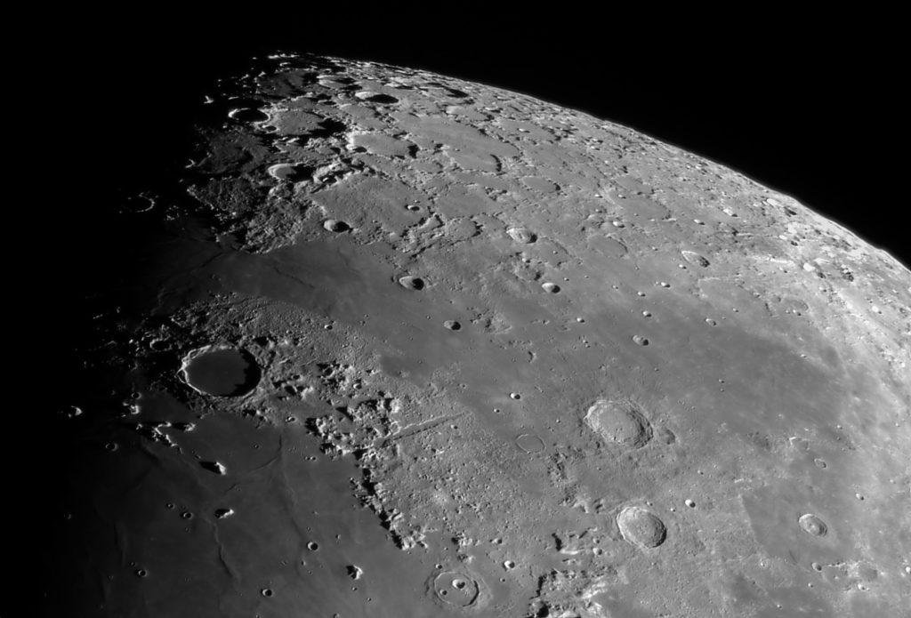Halbmond am 3.3.2020, Mare Imbrium und Alpen mit Alpental aufgenommen mit Celestron 9 Edge HD - Michael Hoppe