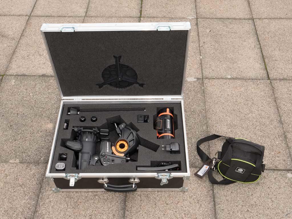 Die AVX im Koffer, daneben die Gegengewichtstasche